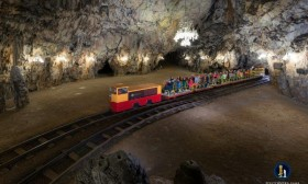 bPostojna_Cave_Train_2_I_M_010