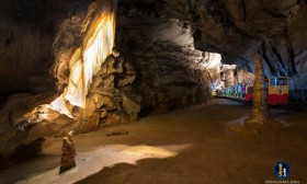 bPostojna_Cave_Train_5_I_M_017